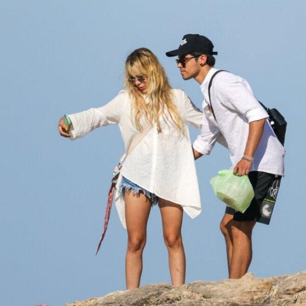 Danna Paola y Álex Hoyer, de vacaciones en Ibiza