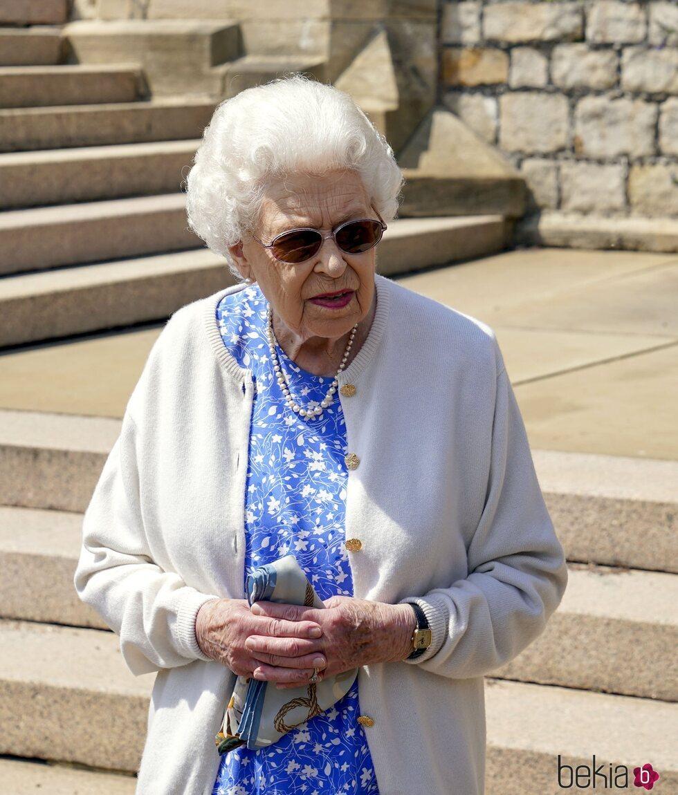 La Reina Isabel en Windsor en el homenaje al Duque de Edimburgo por el que hubiera sido su centenario