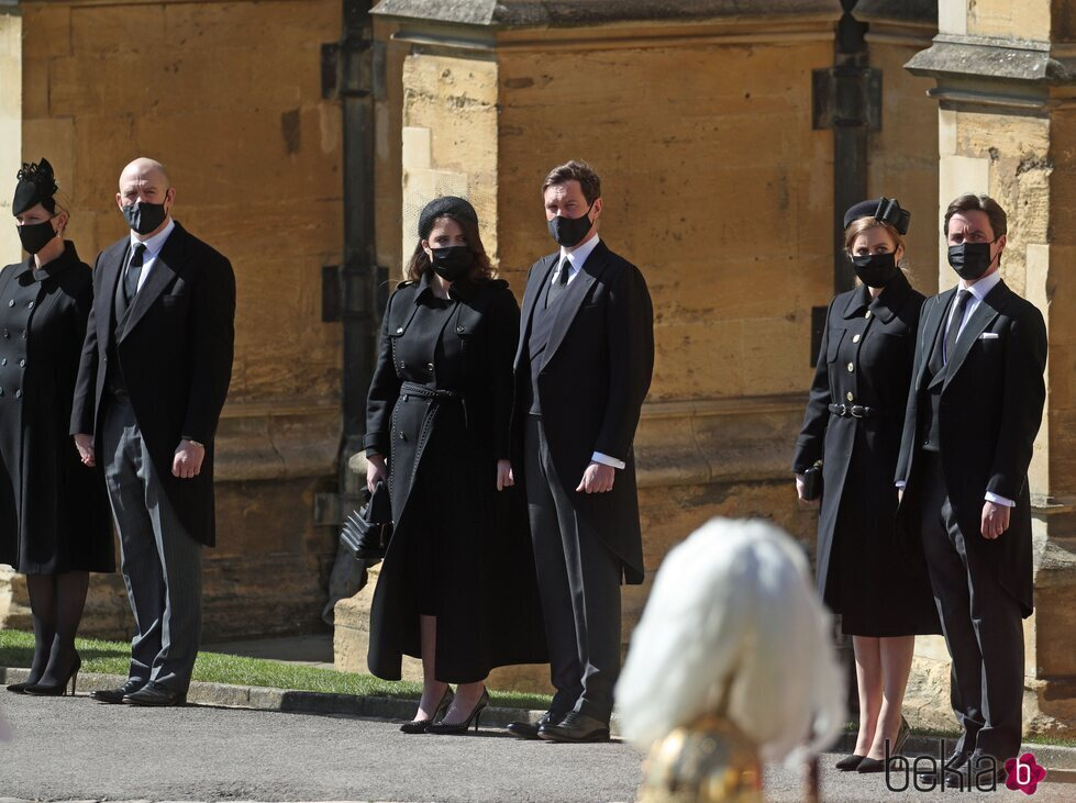 Zara Phillips y Mike Tindall, Eugenia de York y Jack Brooksbank y Beatriz de York y Edoardo Mapelli Mozzi en el funeral del Duque de Edimburgo