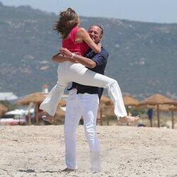 Paz Padilla, saltando emocionada hacia Bertín Osborne en Cádiz