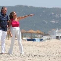 Bertín Osborne y Paz Padilla en la playa de Cádiz
