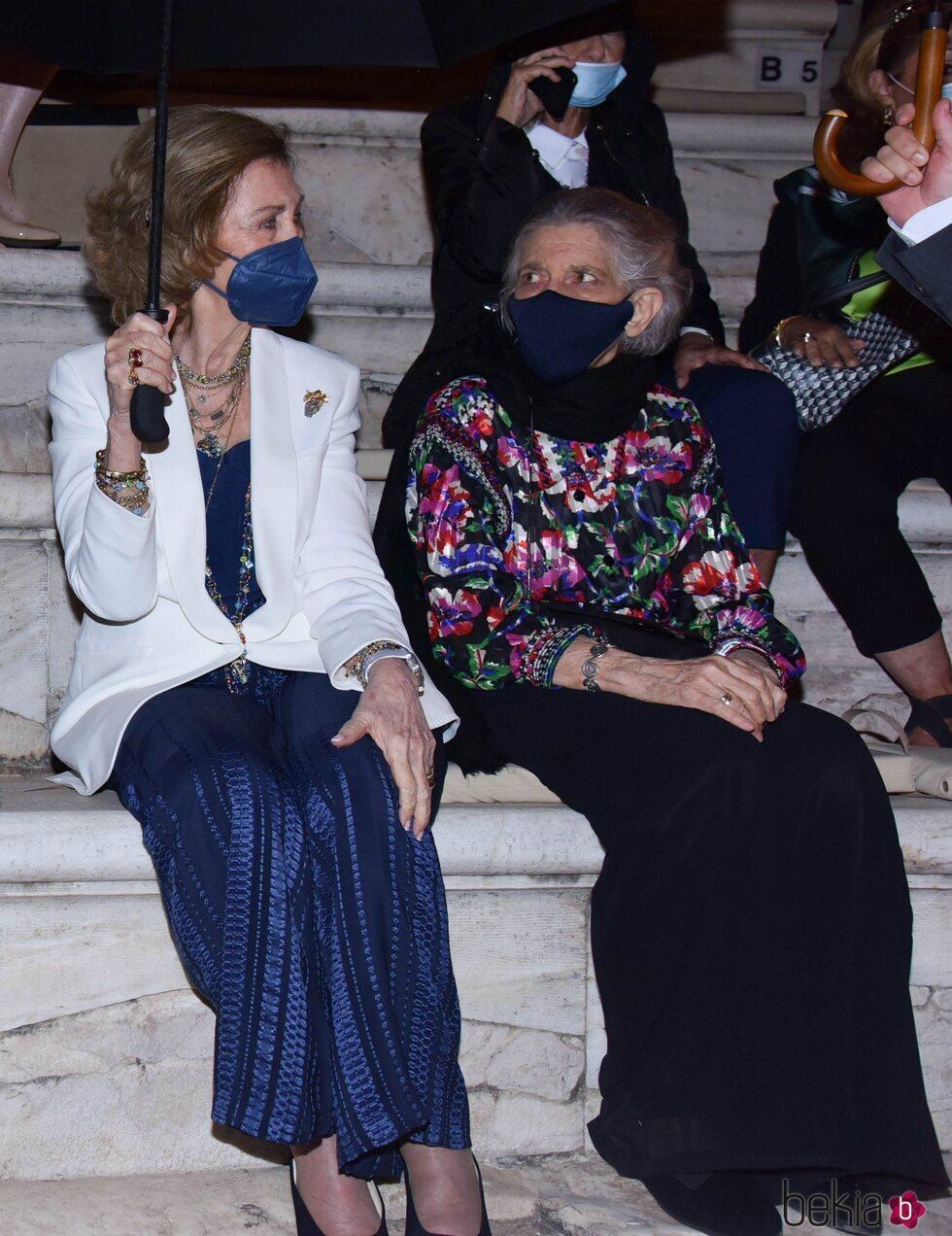 La Reina Sofía e Irene de Grecia en un concierto en el Odeón de Herodes Atticus de Atenas