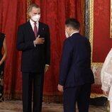 Los Reyes Felipe y Letizia saludan al Presidente de Corea del Sur, Moon Jae-in, y la Primera Dama Kim Jung-sook, en la cena de Estado en su honor
