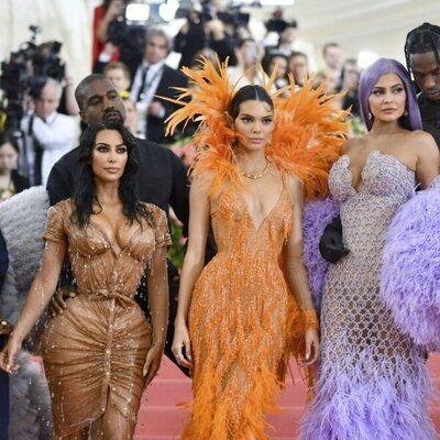 Corey Gamble, Kris Jenner, Kanye West, Kim Kardashian, Kendall Jenner, Kylie Jenner y Travis Scott en la Met Gala 2019
