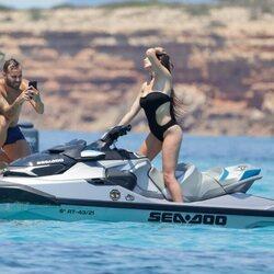 Jesé Rodríguez haciendo fotos a una misteriosa amiga en Ibiza