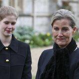 La Condesa de Wessex y Lady Louise Mountbatten-Windsor tras la muerte del Duque de Edimburgo
