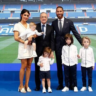 Sergio Ramos en su despedida del real Madrid con Pilar Rubio, sus cuatro hijos y Florentino Pérez
