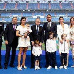 Sergio Ramos con toda su familia en su despedida del Real Madrid