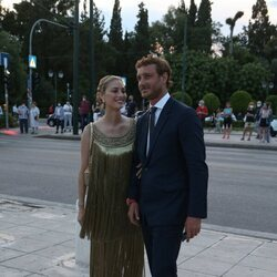 Beatrice Borromeo y Pierre Casiraghi, muy cómplices en un desfile de Dior en Atenas