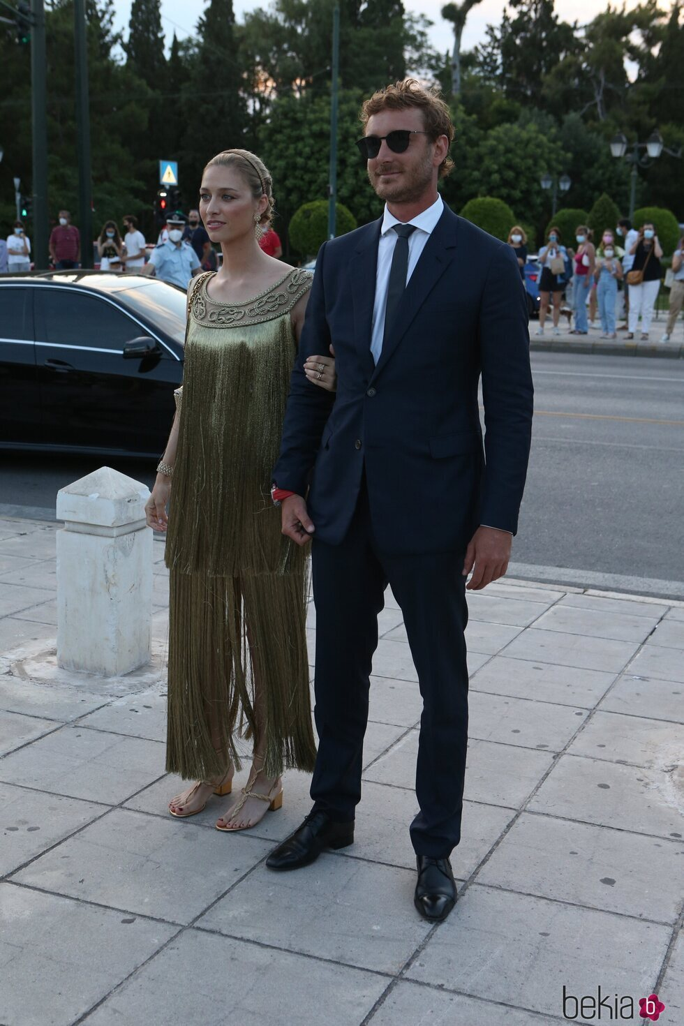 Beatrice Borromeo y Pierre Casiraghi llegando a un desfile de Dior en Atenas