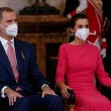 Los Reyes Felipe y Letizia asisten a la imposición de condecoraciones de la Orden del Mérito Civil 2021