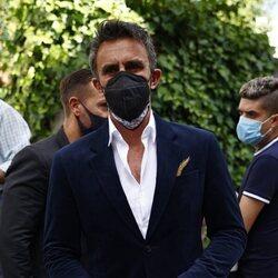Alonso Caparrós llega a la capilla ardiente de Mila Ximénez