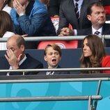 El Príncipe Jorge, expectante en el partido de la Eurocopa 2020 entre Inglaterra y Alemania junto a los Duques de Cambridge