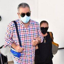 Isabel Pantoja llega del brazo de Agustín Pantoja a declarar en el juicio con Kiko Rivera