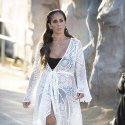 Anabel Pantoja, muy elegante con un kaftán blanco