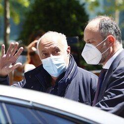 José Luis Moreno saluda a la prensa a su salida de la Audiencia Nacional