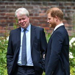 El Príncipe Harry y el Conde Spencer en la inauguración de la estatua de Lady Di