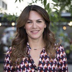 Fabiola Martínez posa sonriente en un evento