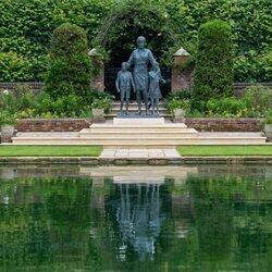 La estatua de Lady Di en The Sunken Garden de Kensington Palace