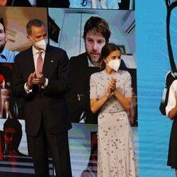 Los Reyes Felipe y Letizia, la Princesa Leonor y la Infanta Sofía aplaudiendo en los Premios Princesa de Girona 2020 y 2021