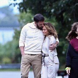 Ben Affleck y Jennifer Lopez, muy enamorados en Los Hamptons
