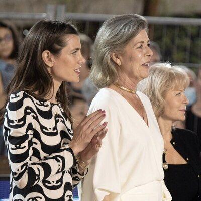 Carlota Casiraghi aplaude junto a Carolina de Mónaco en el Concurso de Saltos de Monte-Carlo 2021