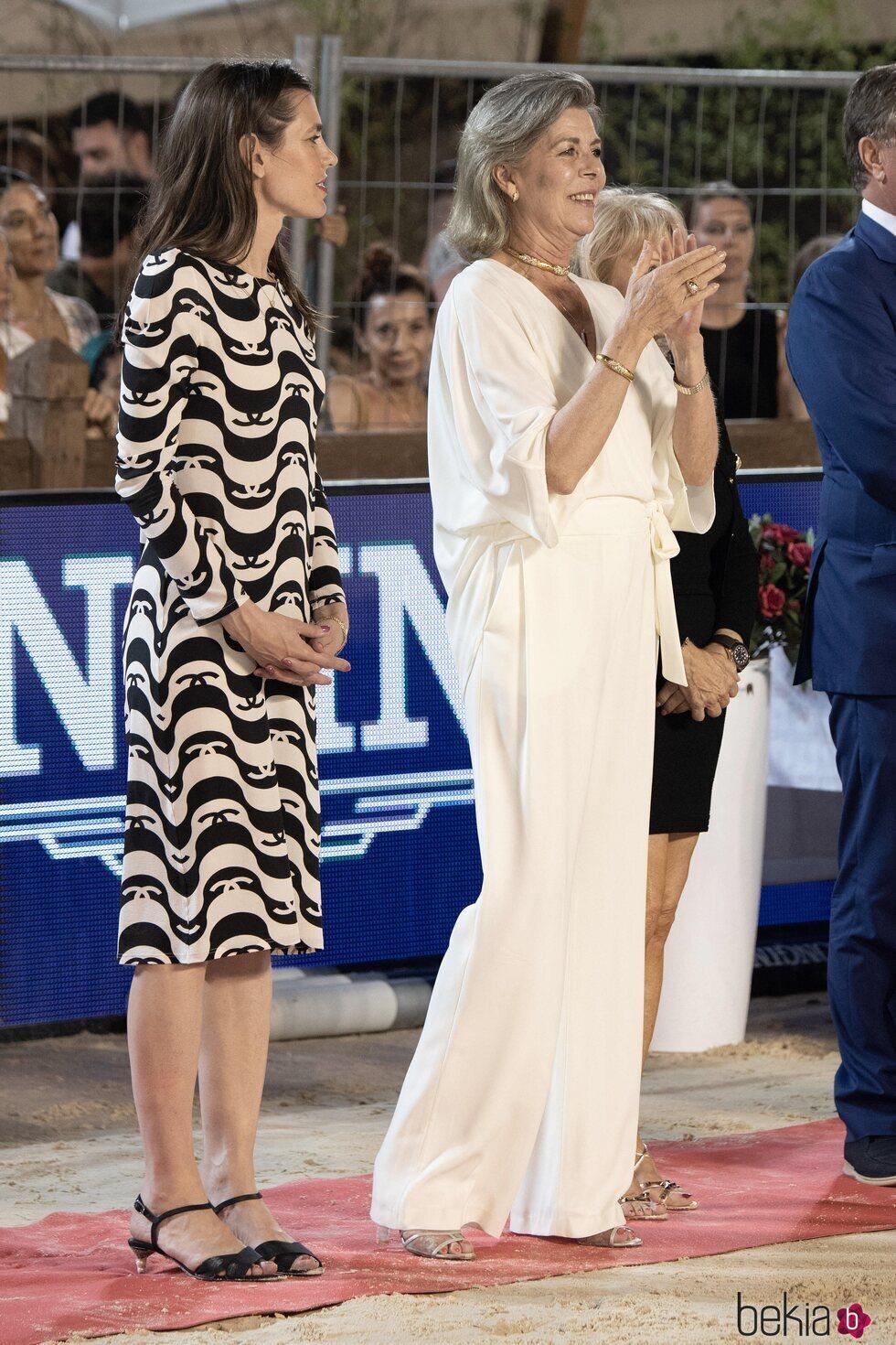 Carolina de Mónaco aplaude junto a su hija Carlota Casiraghi en el Concurso de Saltos de Monte-Carlo 2021
