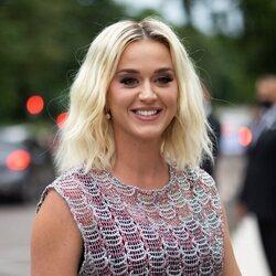 Katy Perry acude a la cena de la Fundación Louis Vuitton