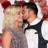 Katy Perry y Orlando Bloom, muy cariñosos en la cena de la Fundación Louis Vuitton