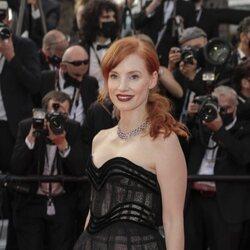 Jessica Chastain posando en la alfombra roja del Festival de Cannes 2021