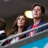Mary de Dinamarca y Christian de Dinamarca en el partido entre Inglaterra y Dinamarca en la semifinal de la Eurocopa 2020