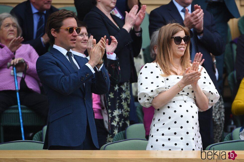 Beatriz de York y Edoardo Mapelli Mozzi aplauden en Wimbledon 2021