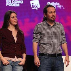 Pablo Iglesias e Irene Montero en un acto electoral
