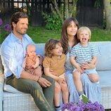 Primera imagen de Carlos Felipe y Sofia de Suecia con sus tres hijos, Alejandro, Gabriel y Julian de Suecia