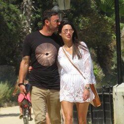 Carla Barber con un misterioso hombre en Marbella