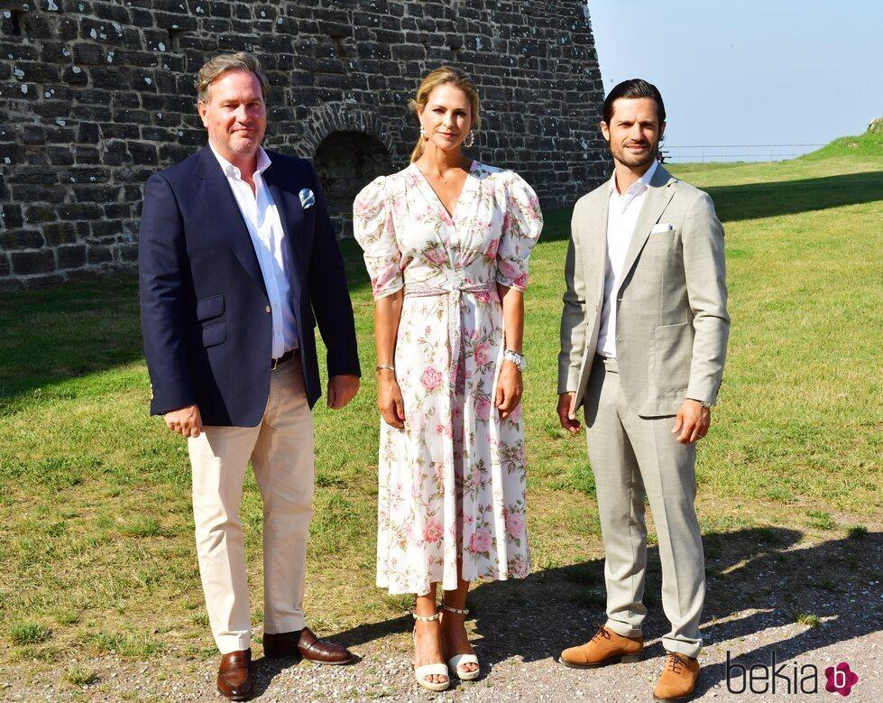 Chris O'neill, Magdalena de Suecia y Carlos Felipe de Suecia en el cumpleaños de la Princesa Victoria