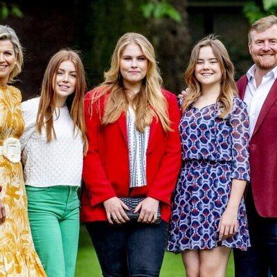Los Reyes Guillermo Alejandro y Máxima de Holanda protagonizan su tradicional posado de verano 2021 con sus tres hijas
