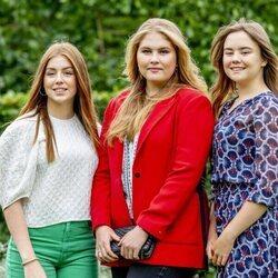 Las Princesas Alexia, Amalia y Ariane de Holanda en su posado de verano 2021