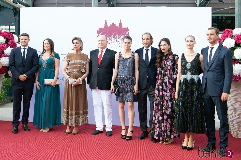 La Familia Real de Mónaco preside el concierto de la Cruz Roja