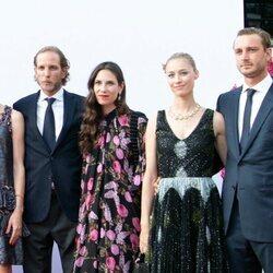 Carlota, Pierre y Andrea Casiraghi con Tatiana Santo Domingo y Beatrice Borromeo en el concierto de la Cruz Roja 2021