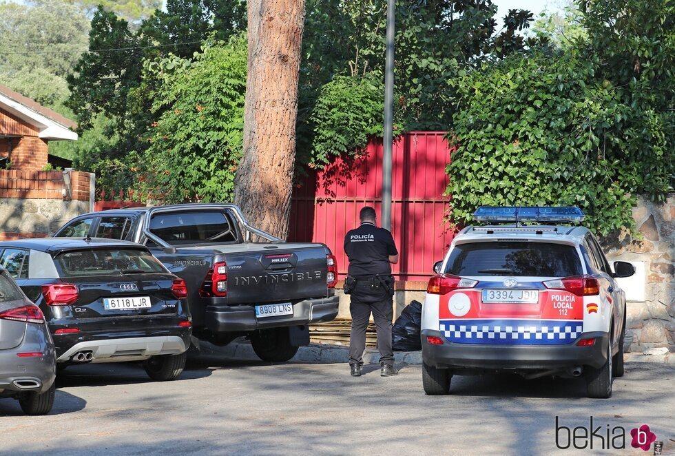La Policía en la puerta de la casa de Paz Padilla
