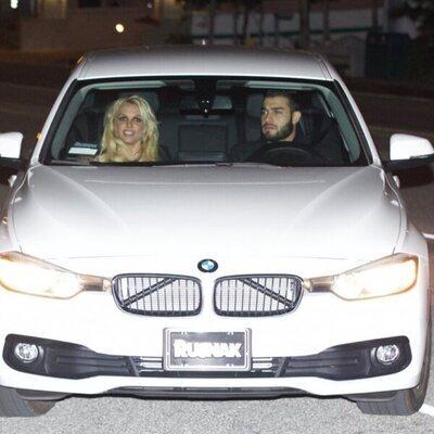 Britney Spears y Sam Asghari en su coche