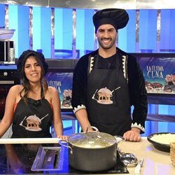 Isa Pantoja y Asraf Beno como cocineros de 'La última cena'