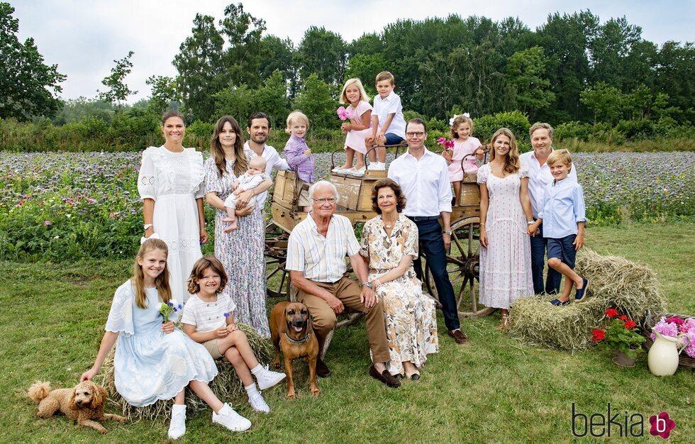 La Familia Real Sueca al completo en un posado de verano en Solliden