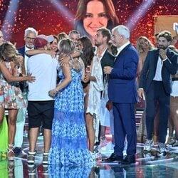 Olga Moreno se abraza a Rocío y David Flores tras ganar 'Supervivientes 2021'