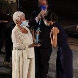 La Reina Letizia tras entregar un premio a Judi Dench en la clausura del Atlàntida Mallorca Film Fest 2021