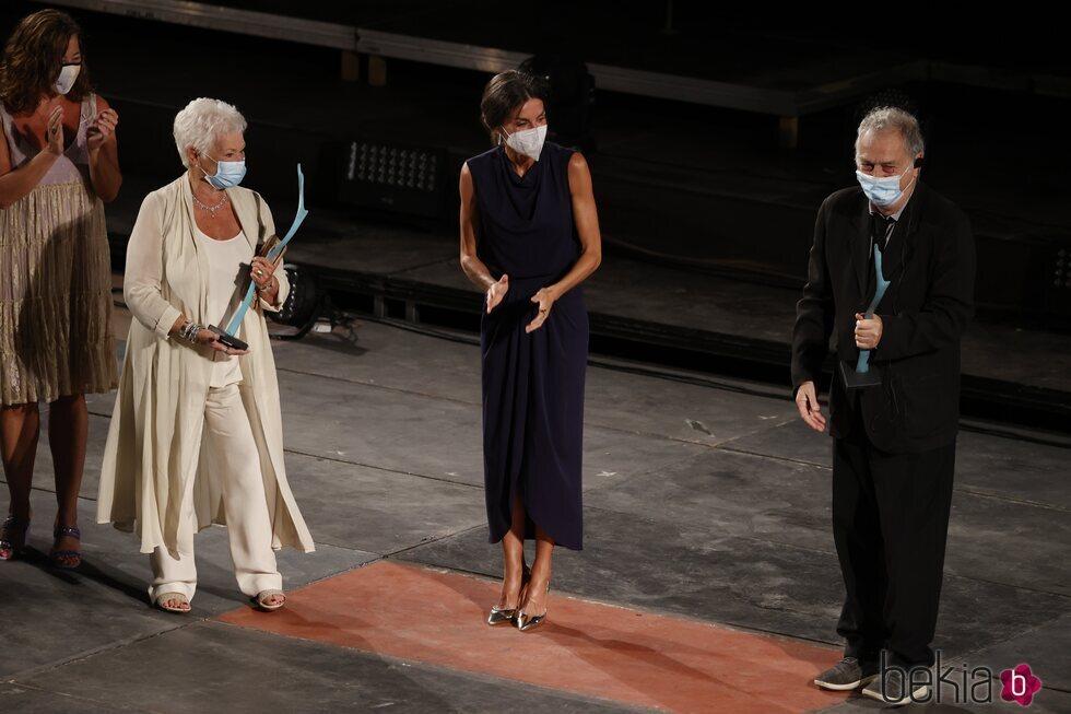 La Reina Letizia con Judi Dench y Stephen Frears en la clausura del Atlàntida Mallorca Film Fest 2021