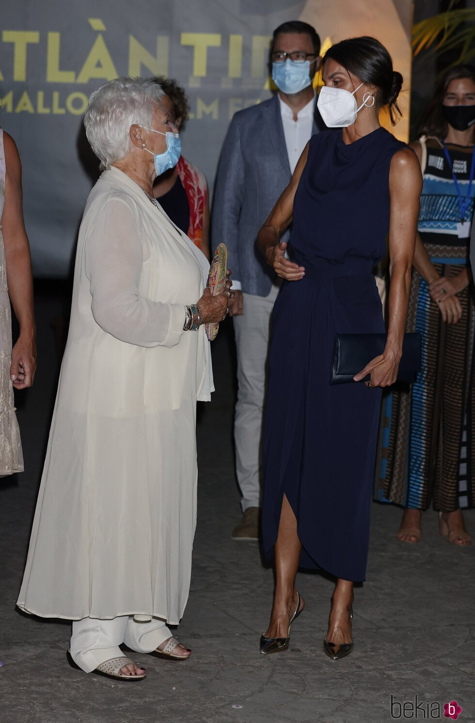 La Reina Letizia y Judi Dench hablando en la clausura del Atlàntida Mallorca Film Fest 2021
