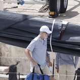 El Rey Felipe en el Aifos antes de la Copa del Rey de Vela 2021