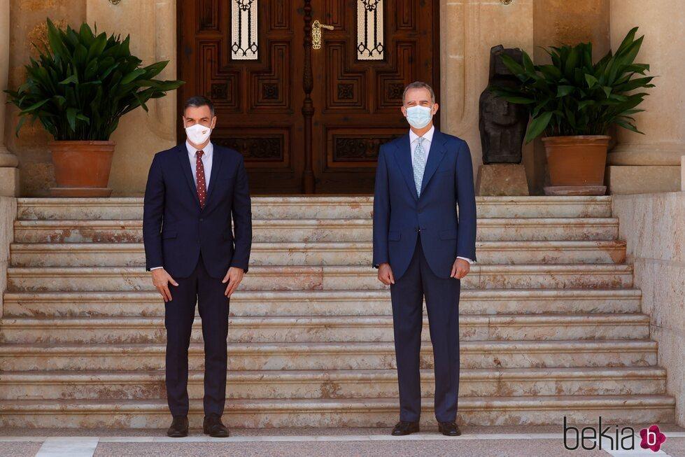 El Rey Felipe y Pedro Sánchez antes de comenzar su despacho en Marivent